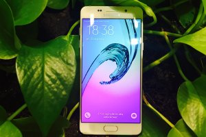 Samsung Galaxy A5 (2016) - ten smartfon na nowo definiuje średnią półkę