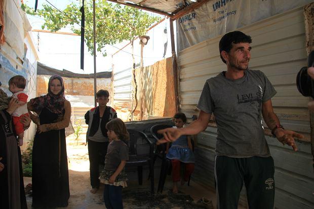 Hammada Husseina z rodziną w swoim kontenerze w obozie Zaatari