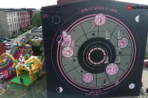 """Nowy mural """"Wysokich Obcasów"""" w Rybniku. Kozubka patrzy z góry"""