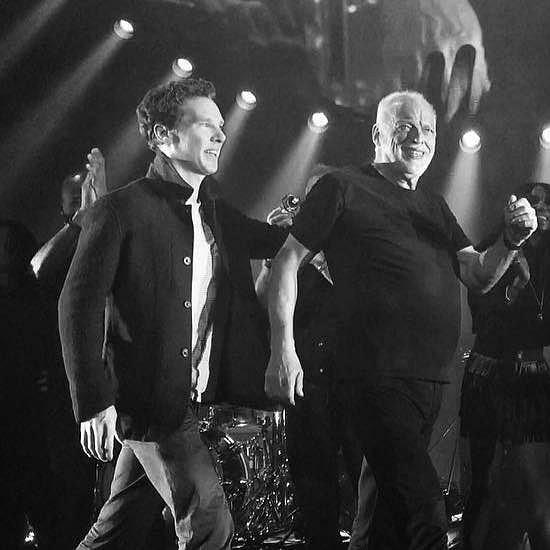 Benedict Cumberbatch niespodziewanie zaprezentował talent wokalny i to przed dużą publicznością. Aktor dołączył do Davida Gilmoura podczas jego koncertu w Londynie.