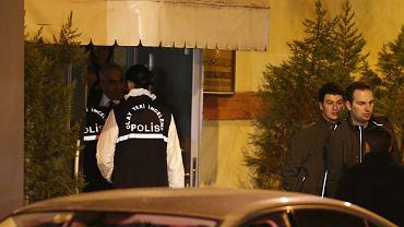 Tureccy policjanci w saudyjskim konsulacie w Stambule. Szukają dowodów na zabójstwo dziennikarza Dżamala Chaszodżdżiego