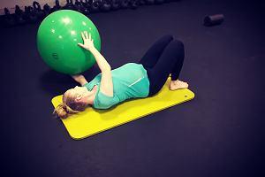 Pomagają przed, w trakcie i po porodzie. Dlaczego warto ćwiczyć jogę i pilates? [SPECJALIŚCI RADZĄ]