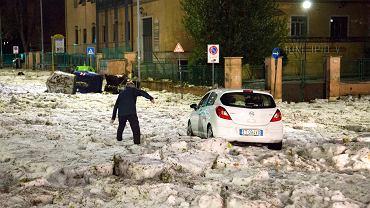 Skutki burzy z gradem w Rzymie