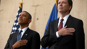 Prezydent Barack Obama  (z lewej)  i James Comey na uroczystości objęcia przez Comeya stanowiska szefa FBI.  Waszyngton, 28  października 2013 r.