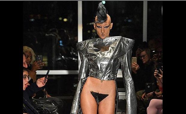 """New York Fashion Week to jedno z największych modowych wydarzeń na świecie. Każdego sezonu nowe, ekstrawaganckie pomysły projektantów budzą wśród publiczności coraz to większe zdziwienie. W tym roku widzów najbardziej zszokowała Kaimin, której marka podczas pokazu """"Orientalny Ogród"""" zaprezentowała peruki przygotowane specjalnie dla wagin."""