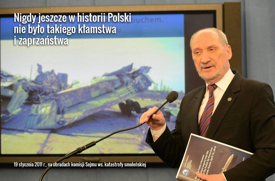 Antoni Macierewicz podczas konferencji zespołu ds. badania przyczyn katastrofy TU-154 (fot. Franciszek Mazur/AG)