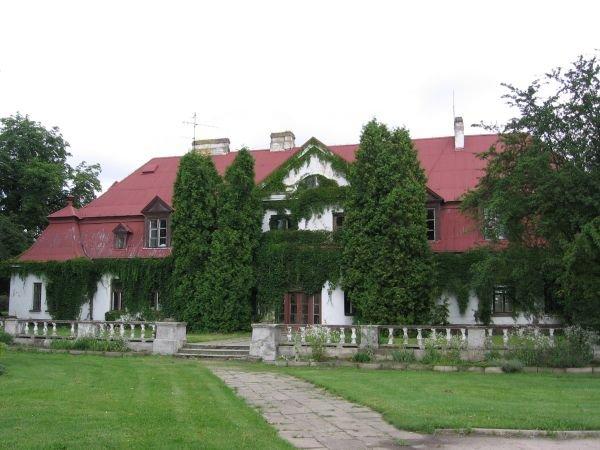 Zabytkowy dom w Ostrowie, fot. Starostwo Powiatowe w Łasku