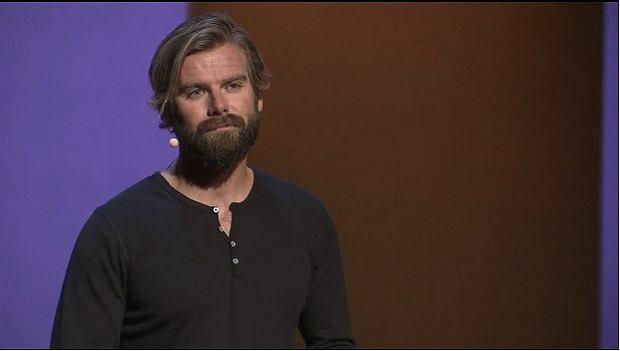 Tom Stranger na wystąpieniu TED Talk w Kapsztadzie