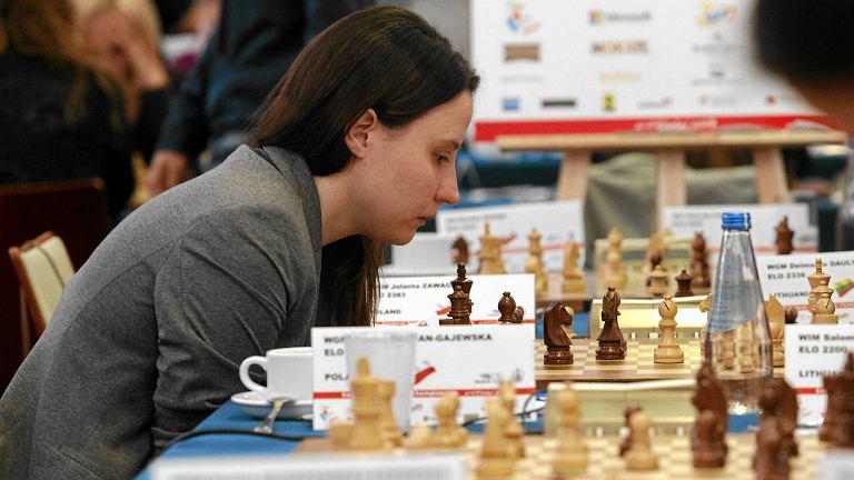 Przy szachownicy - Jolanta Zawadzka