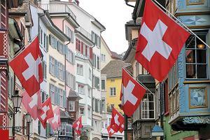 Szwajcarzy lekko zmieniają ton w sprawie swojej waluty, ale franka to nie rusza