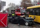 BMW ściga się po Gliwicach z volkswagenem. W środku aż pięć młodych osób. Uderzają w autobus