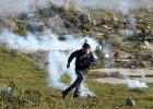 Starcia mi�dzy policj� a uchod�cami i emigrantami w Calais