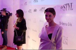 Bronzer zawsze musz� mie� w kosmetyczce - przyznaje Natalia Siwiec i wpisuje si� w najnowsze trendy. Wraca roz�wietlanie!