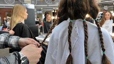 24.04.2016, Katowice, ścinanie włosów na peruki dla osób po chemioterapii w ramach akcji 'Podaruj włos'.