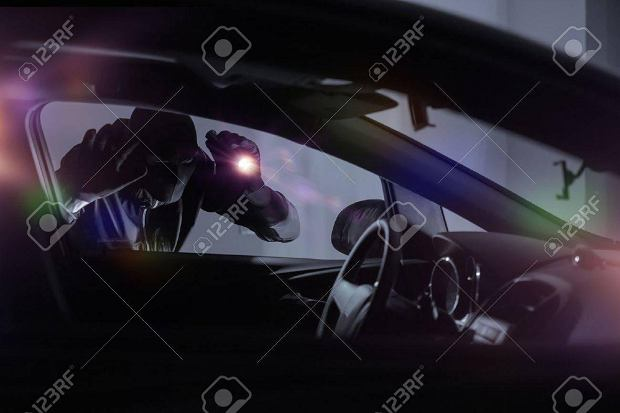 Kradzieże samochodów. Jakie auta znikają z ulic Warszawy? [RAPORT]