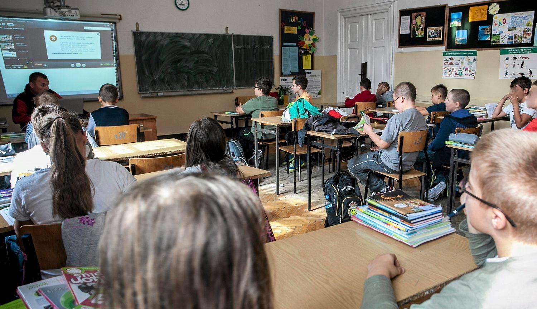 W systemie szkolnictwa brakuje zadań domowych 'nowej generacji', które zaciekawią uczniów i będą rozwijać ich umiejętności (fot. Jakub Ociepa / AG)