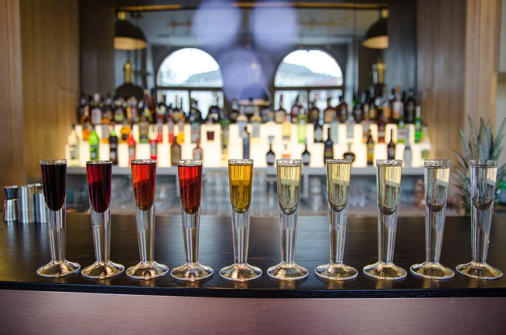 Vodka Atelier to cocktail bar, zaopatrzony w największą w Polsce selekcję wódek - ponad 250 gatunków z całego świata, z 5-ciu kontynentów.