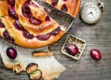 Ślimak drożdżowy ze śliwkami i masą makowo-marcepanową - ugotuj