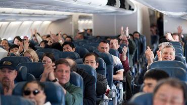 Wbrew obiegowej opinii klaskanie w samolocie wcale nie jest domeną Polaków