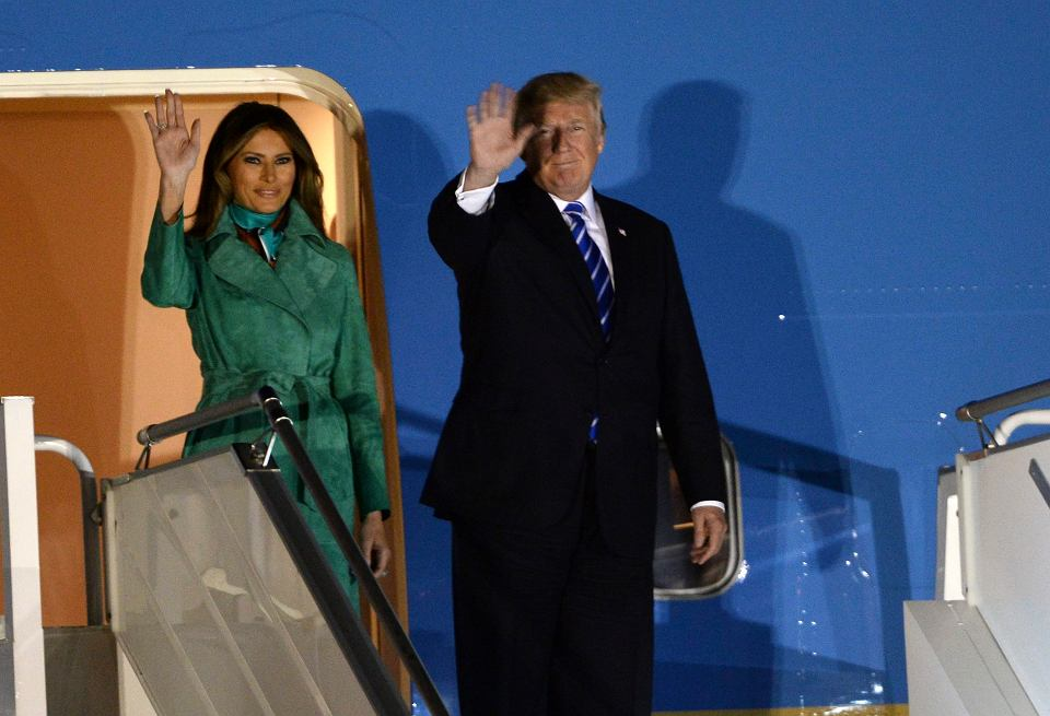 Donald Trump z wizytą w Polsce.  Prezydent USA i pierwsza dama schodzą z pokładu Air Force One na warszawskim Okęciu