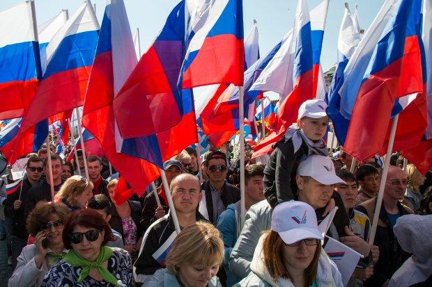 Rosja: 100 tys. ludzi na pierwszomajowym pochodzie w Moskwie