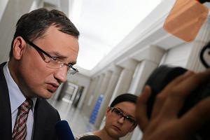 Ziobro u Olejnik: Ten truj�cy gaz, z kt�rym walczy UE, pijemy w gazowanej wodzie mineralnej