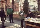 Tajne komplety na chodniku przed kościołem. Rodzice protestowali przeciw rekolekcjom