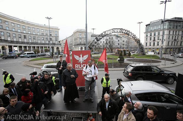 Zgromadzenie środowisk narodowych przeciwko odbudowie instalacji Tęcza na placu Zbawiciela