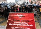 """Dwa projekty dotyczące aborcji w Sejmie. Episkopat apeluje do sumień parlamentarzystów, by """"uszanowali prawo do życia"""""""