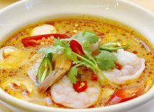 Tajska zupa kokosowa z krewetkami - ugotuj