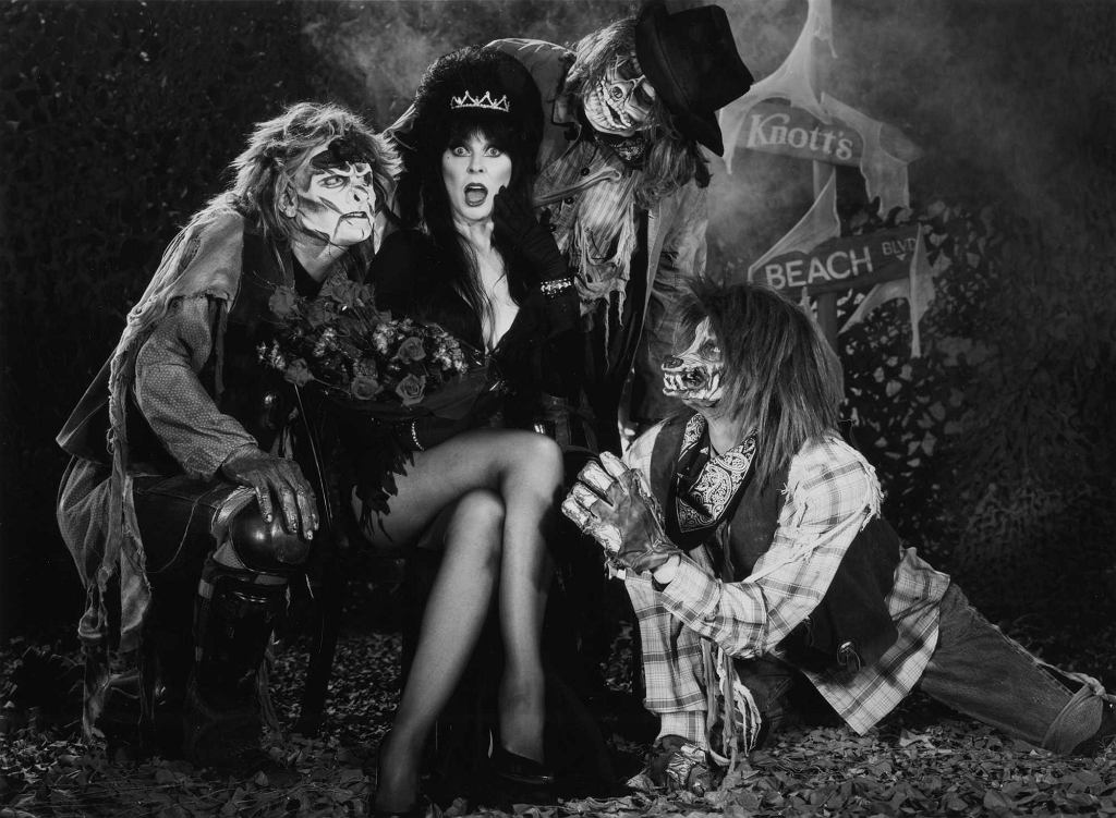 Photo used to promote Elvira's appearances at Knott's Berry Farm's 1997 Halloween Haunt in Buena Park. / fot. Orange County Archives