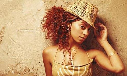 Solange jest młodszą i mniej znaną siostrą Beyonce, i tak jak ona, zajmuję się śpiewaniem. Borykała się z problemami osobistymi, a z zaradzeniu im pomogło jej nowe zajęcie - produkcja muzyki.
