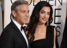 Clooney przemawia�, nagle si� pomyli�. Jak wybrn��? Oczywi�cie mistrzowsko. Bo powiedzia� co� uroczego o �onie