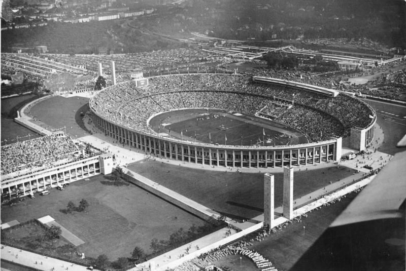http://bi.gazeta.pl/im/a3/cd/f3/z15977891IH,Stadion-Olimpijski-podczas-Igrzysk-Olimpijskich-w-.jpg