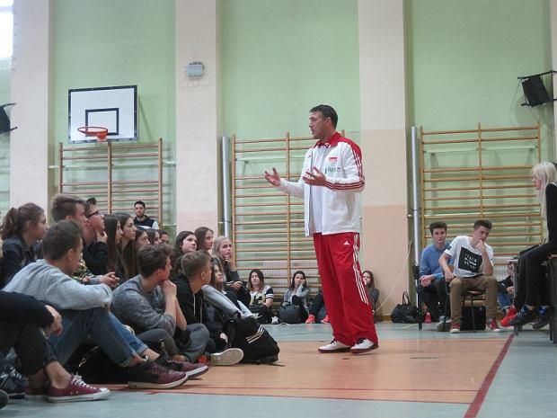c4b404a33 Marcin Prus, były reprezentant Polski w piłce siatkowej gościł w liceum  Traugutta [ZDJĘCIA]