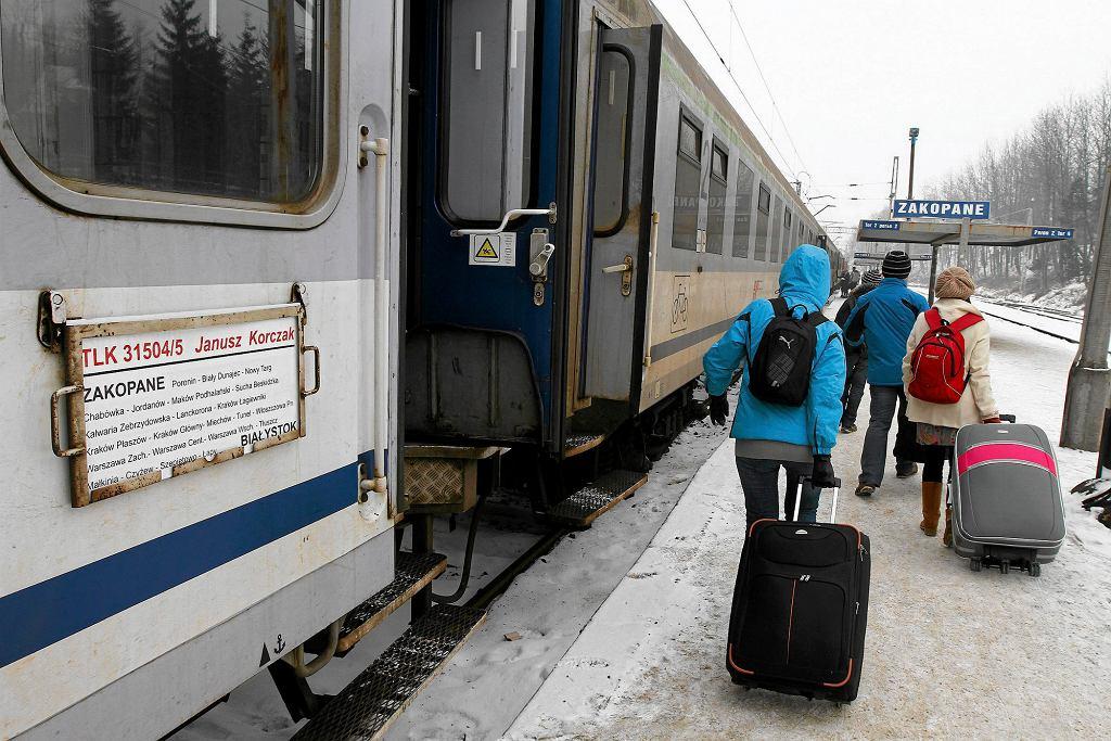 Turyści wyjeżdżający z Zakopanego pociągiem 'Janusz Korczak' (fot. Marek Podmokły / Agencja Gazeta)