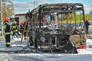 Autobus spalił się w Ursusie. Pasażerom udało się uciec