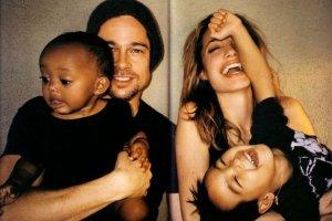 Angelina Jolie i Brad Pitt z Zahar� i Maddoxem.