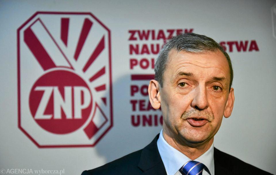 Sławomir Broniarz, prezes ZNP. Związek zapowiada, że chce referendum w sprawie gimnazjów