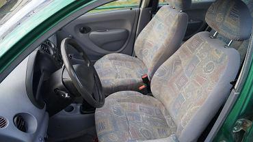 Czego nie należy robić zaraz po wejściu do auta?