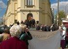 Wierni z Jasienicy przyjechali rozmawia� z abp. Hoserem
