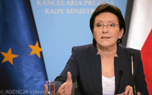 Kaczyński zastanawia się nad pozwaniem premier Ewy Kopacz za sugestie, że podpisał lojalkę SB