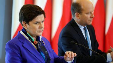 Premier Beata Szydło i minister zdrowia Konstanty Radziwiłł na konferencji prasowej dotyczącej reformy służby zdrowia, która odbyła się po posiedzeniu rządu