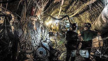 Górnicy wydobywający węgiel