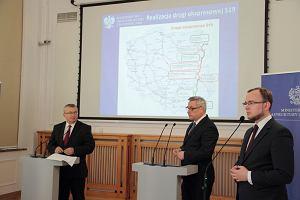 Minister Andrzej Adamczyk i wiceminister Jerzy Szmit na konferencji prasowej dotyczącej S19