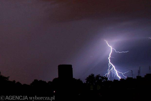 W�adze ostrzegaj�: dzi� nad Polsk� mog� przej�� gwa�towne burze, a nawet tr�by powietrzne