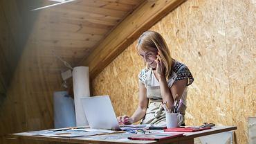 Małe i średnie firmy dają pracę 5 mln Polaków, czyli połowie wszystkich zatrudnionych w sektorze przedsiębiorstw. Co czwarta złotówka wydana na inwestycje pochodzi z kieszeni najmniejszych przedsiębiorców.