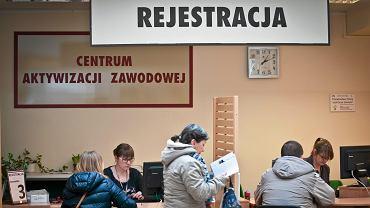 Bydgoszcz , Powiatowy Urzad Pracy .  Bezrobotni w kolejce do rejestracji.