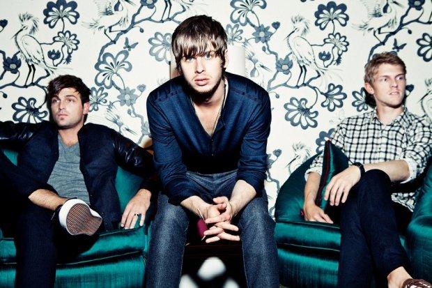 """Brytyjski zespół stworzył własną wersję utworu Calvina Harrisa. Artyści zaprezentowali cover piosenki """"Under Control""""."""