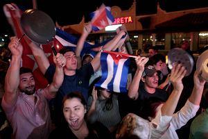 """""""Cuba si! Castro no!"""". Radość w Miami po śmierci El Comandante. """"Czekałem na to całe życie"""""""